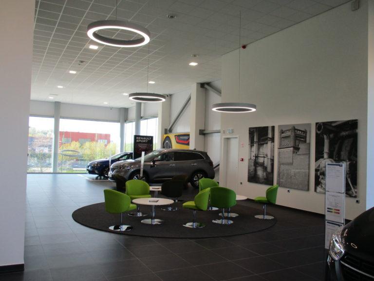 intérieur et voiture renault au garage de Leuven