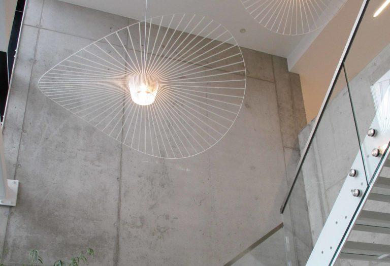 hall d'escalier design dans l'hôtel Corbie de Lommel