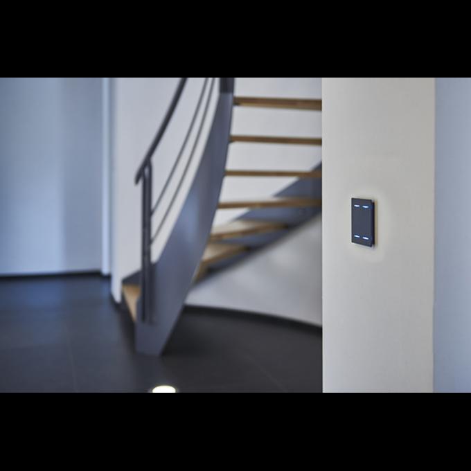 bouton design DPBR02 noir sur un mur