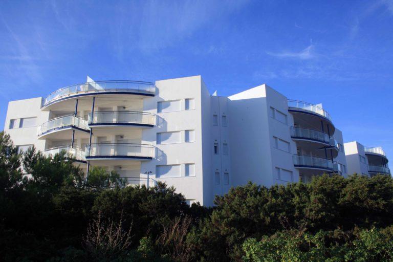 immeuble avec balcons