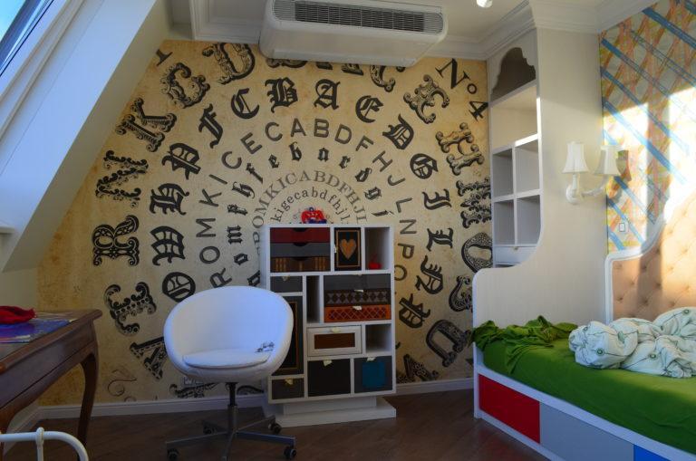 mur décoratif dans un appartement duplex à Vienne
